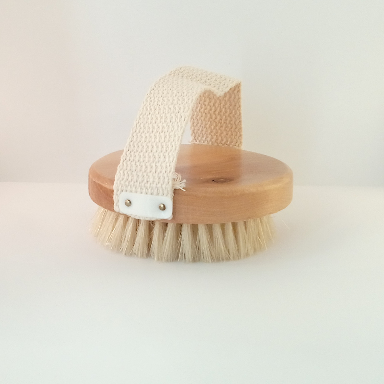 Natural Wood Dry Skin Bathing Soft Bristle hand Brush with Strap Improve your beauty health routine with dry brushing regularly to improve your skins reducing dull looking skin for a radiant glow